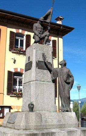 Luino, Italie : Monumento ai caduti di Agra