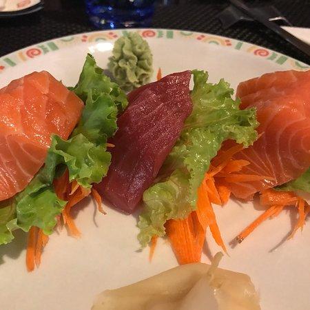 Tsuki: Sashimi di salmone e tonno