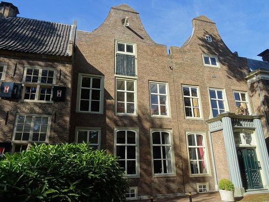 Tiel, The Netherlands: 16DE EEUWSE AMBTMANSHUIS AAN STADSPARK