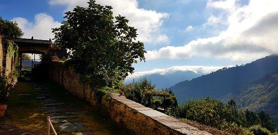 """Boal, Spania: Entrada a """"El Bosque de las Viñas"""""""