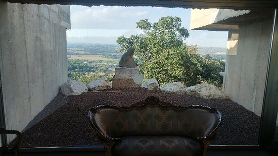 Sant Julià de Ramis, España: Piscina desde la entrada