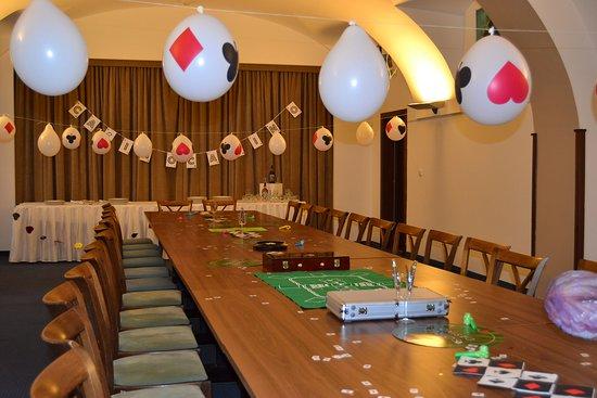 Slany, Republik Ceko: narozeninová oslava v salonku restaurace