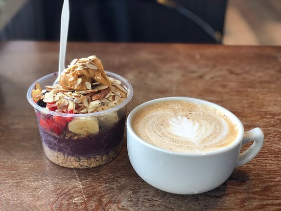 Amityville, NY: Hampton Bowl with Peanut Butter and Almonds and a Latte