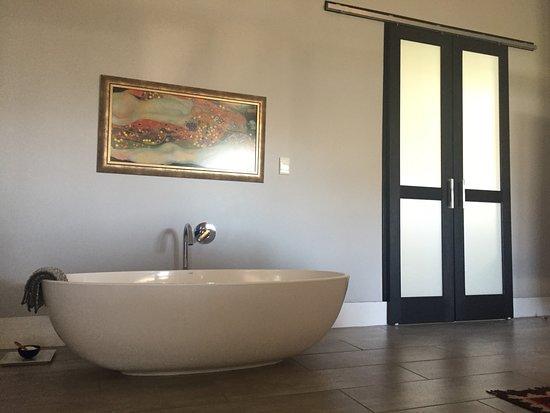 Pringle Bay, แอฟริกาใต้: Standalone bath In room Pan