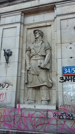 Bas-relief stalinien dans le quartier MDM