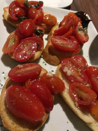 Colleyville, Техас: This is the Bruschetta that we were served, looked nothing like the photo on their website.