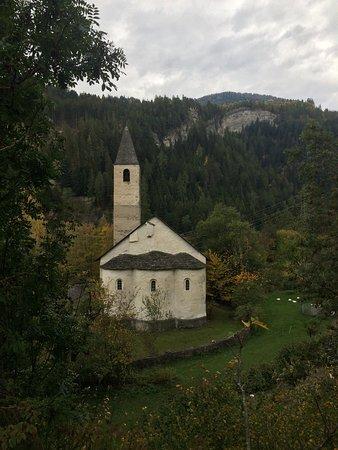 Tiefencastel, Switzerland: l'esterno con le 3 absidi