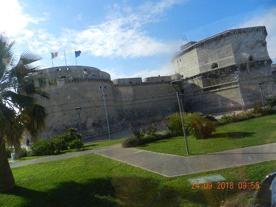 Civitavecchia Port: Una veduta della Fortezza di Michelangelo