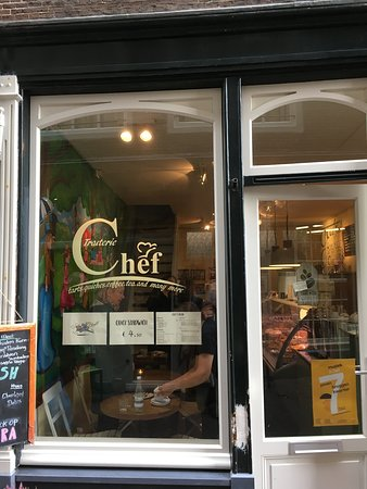 Traiterie Chef: The front window - so that you can recognise the cafe!