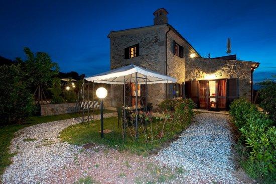 Chianni, Italy: Appartamenti e giardini Casale