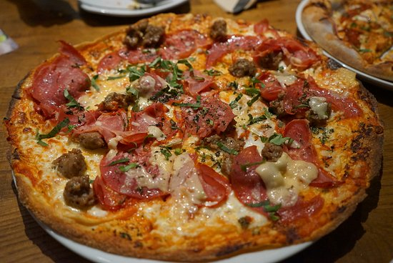 California Pizza Kitchen, Los Angeles - 6801 Hollywood Blvd ...