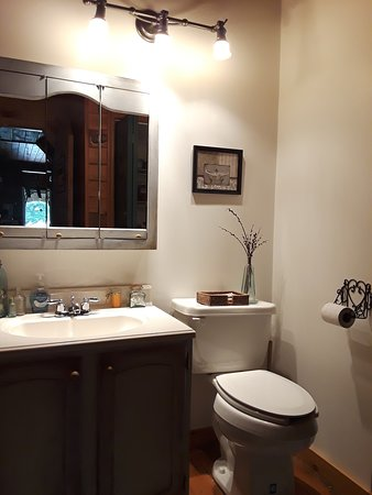 Wysox, PA: 1/2 bath next to Guest Room