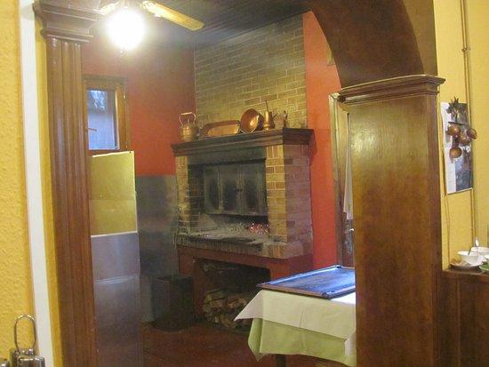 Sallent de Gallego, สเปน: cheminée pour la cuisson des viandes