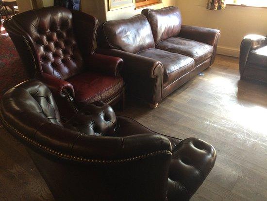 Kingsbury Episcopi, UK: Comfy sofas next to fire