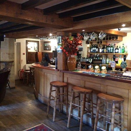Kingsbury Episcopi, UK: Welcoming bar
