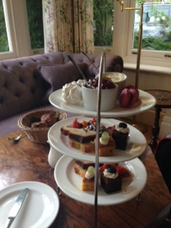 Bepton, UK: Cakes for afternoon tea.