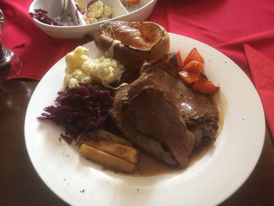 Christow, UK: Lovely Local Sunday Dexter Roast Beef