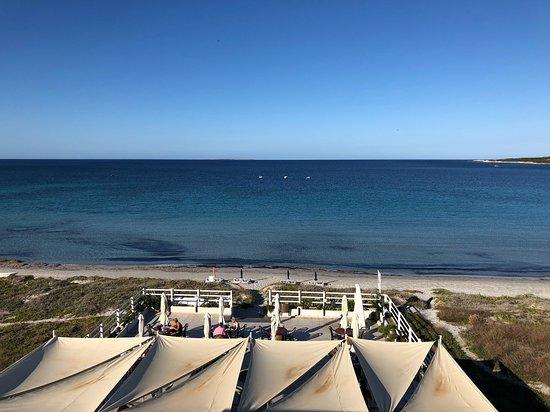 Putzu Idu, Italy: plage devant l'hotel