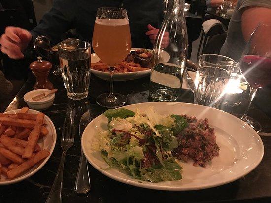Retour Steak: Tatar and fries