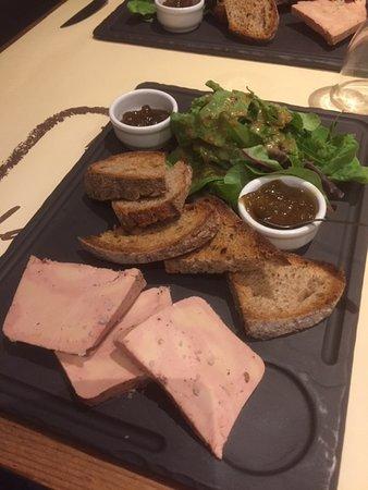 Coustellet, Francia: Foie gras, chutney de figues et compotée d'oignons, mesclun.