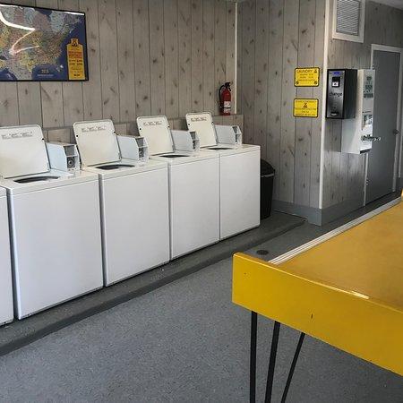 Jennings, FL: Coin Laundry