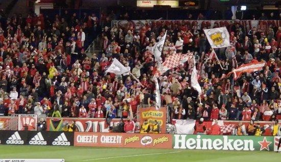 แฮร์ริสัน, นิวเจอร์ซีย์: Red Bull Crazy Fans