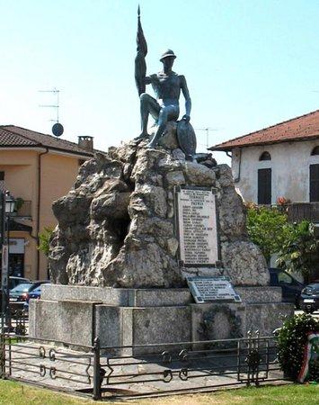 Monumento ai Caduti di Ternate