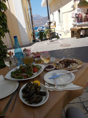 Pigadia, Greece: Terrasje buiten met uitzicht. Dit was de lunch!