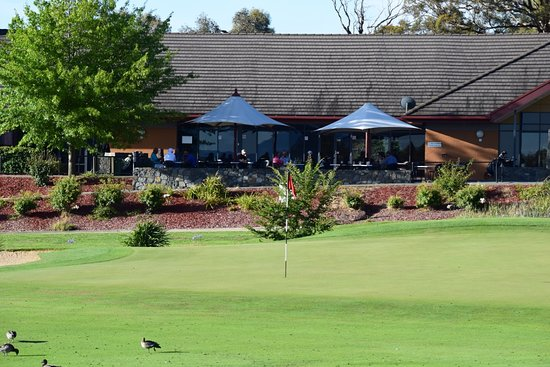 Nicholls, Australia: Finishing hole at Gold Creek Country Club in front of Clubhouse