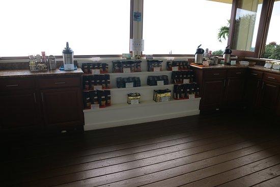Holualoa, HI: 農園で採れた豆が売られている、試飲も有り!