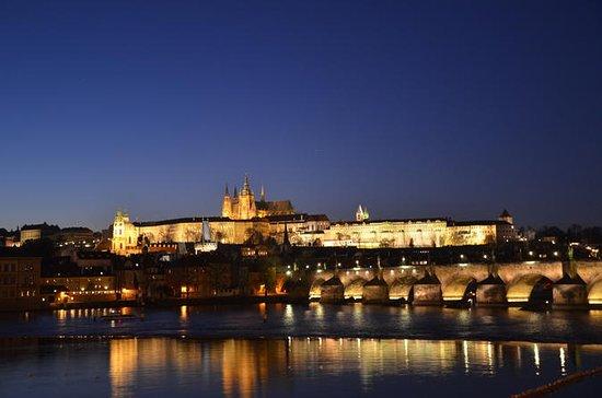 Tour nocturno de Praga en coche