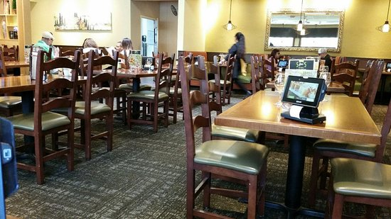 Montclair, Kalifornia: Not sure why I had to wait 15 minutes for a table in a mostly empty restaurant.