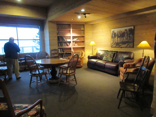 Sun Mountain Lodge: The library