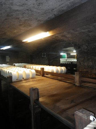 Roquefort Sur Soulzon, Γαλλία: en été ,les fromages sont factices car ce n'est plus la periode
