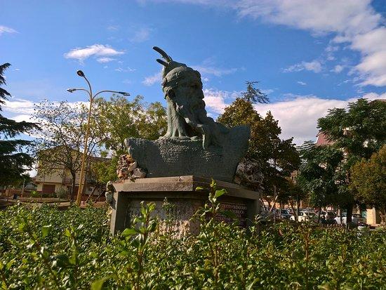 Spezzano Albanese, อิตาลี: Busto di Scanderbeg in Piazza delle Repubblica