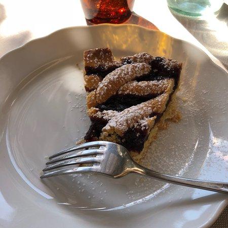 Castelnuovo di Val di Cecina, Italie: Crostata di marmellata di uva fragola