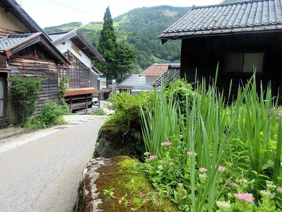 Shiramine Dentoteki Kenzobutsugun Hozonchiku