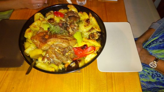 Grebastica, Κροατία: Local Croatian dish; Peka