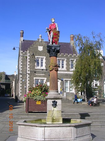 Llywelyn The Great Statue
