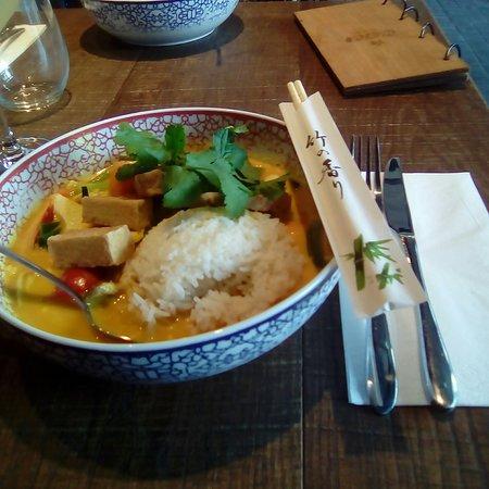 coa Wok & Bowls: rice curry