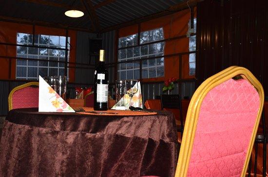 Tuuti's Restaurant: Tables for 2