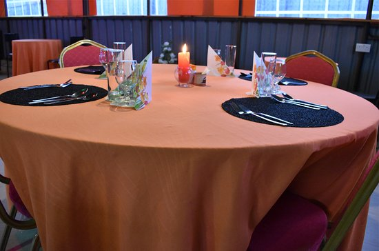 Tuuti's Restaurant: Tables for 4-10 Pax