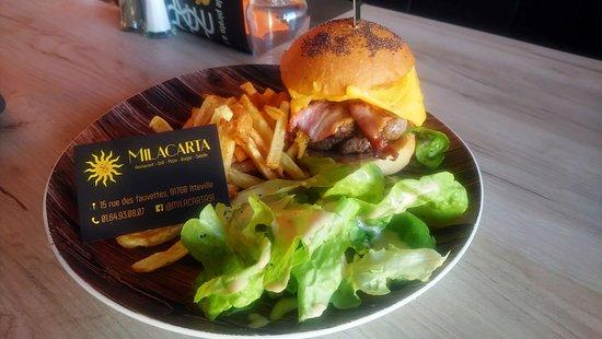 Itteville, Francia: Nos salades et burgers !