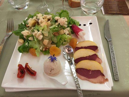 Brousse-le-Chateau, França: salade au roquefort