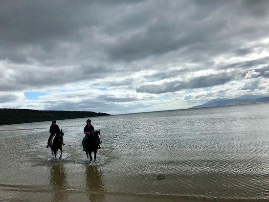 Strachur, UK: Riding through the sea