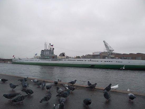 Музей подводная лодка С-189 : вид с набережной Шмидта
