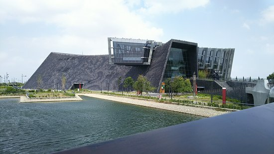 Southern Branch of the National Palace Museum: 橋の上からの建物