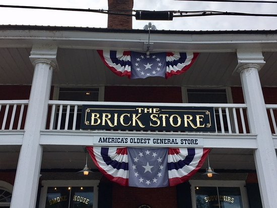 Bath, NH: Brick Store entrance