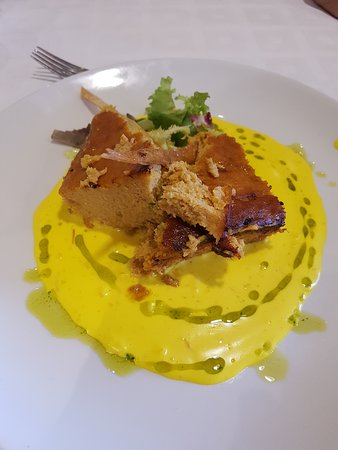 Senegue, Espanha: Pastel de merluza con gambas y salsa de azafran