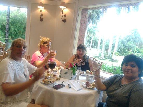 Iguazu Grand Resort, Spa & Casino: EL SEGUNDO DE LOS COMEDORES CON VISTA A LAS PISCINAS